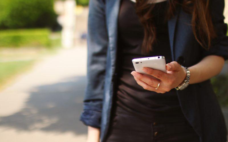 hand-macro-mobile-phone-116157